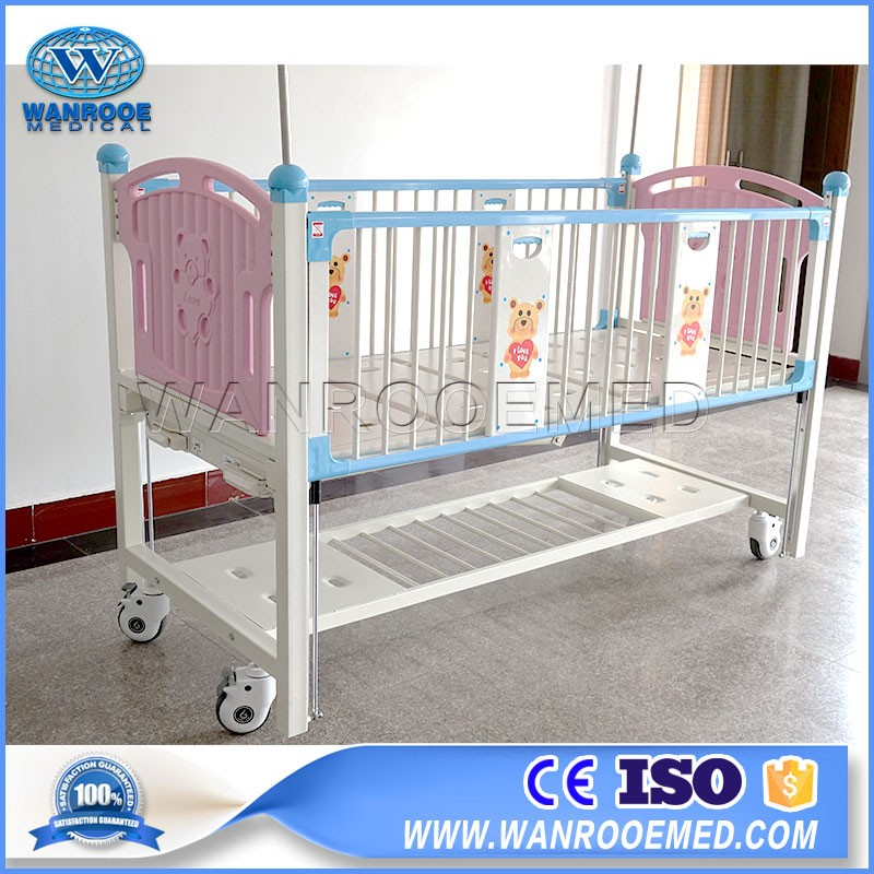 BAM201C Pediatric Crib 2 Cranks Manual Paramount Cartoon Children Bed With Three Level Siderails